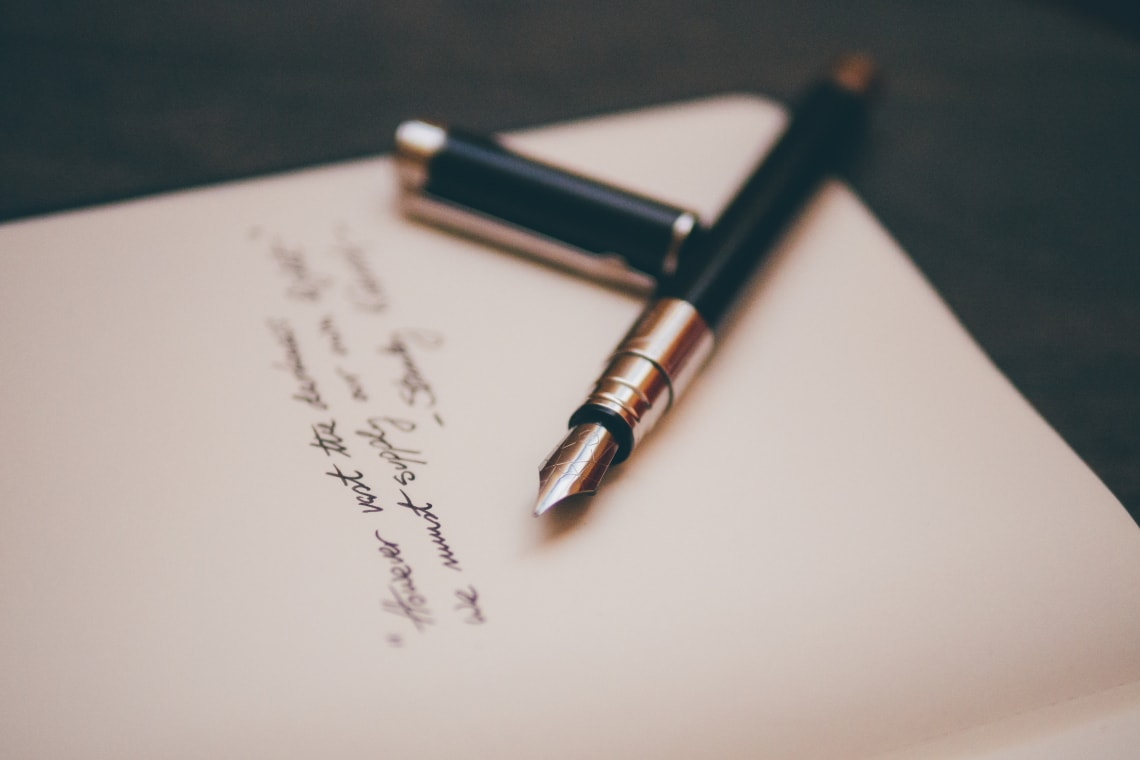 menulis sebuah puisi