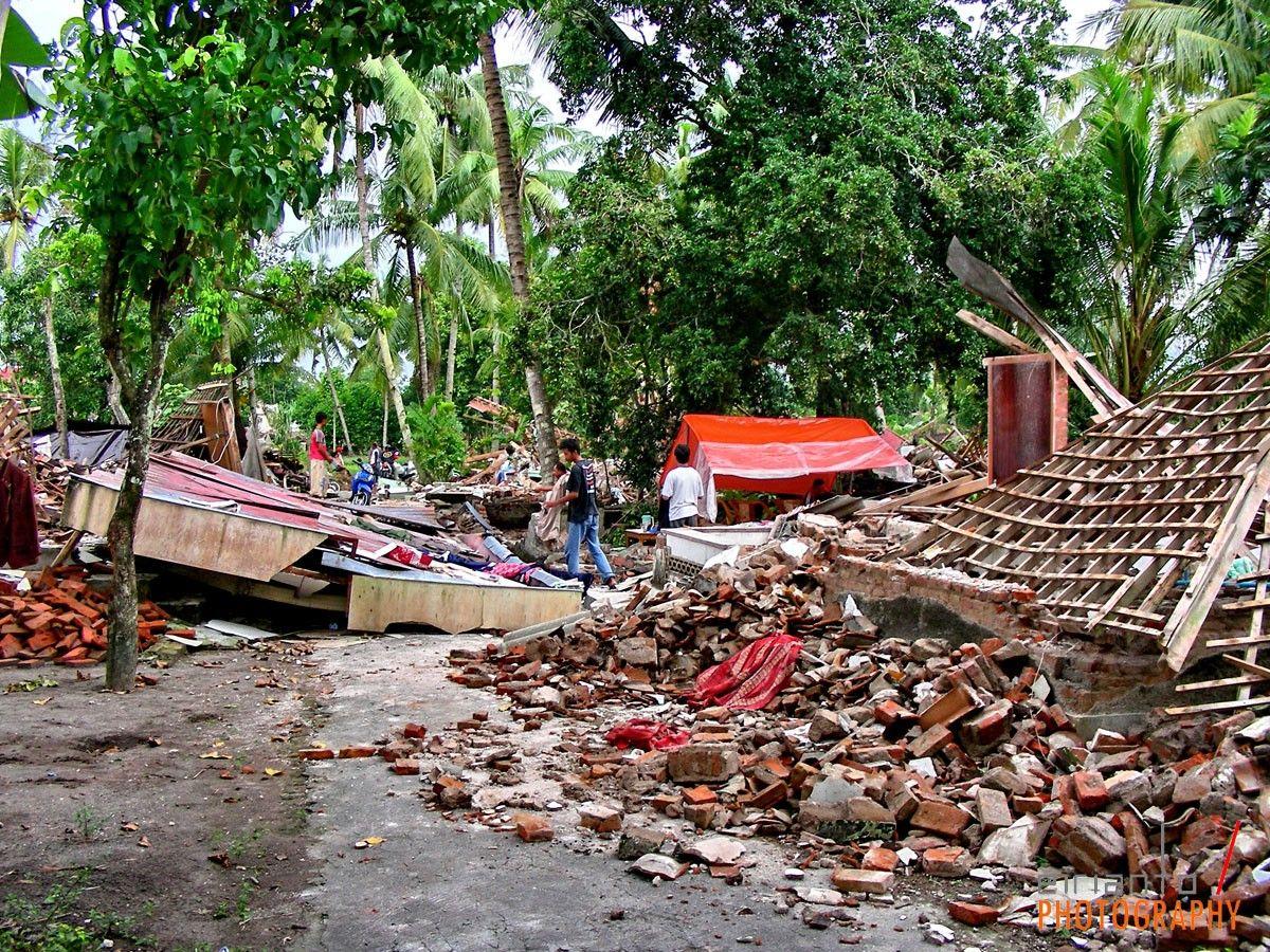 gempa bumi di yogya teks eksplanasi