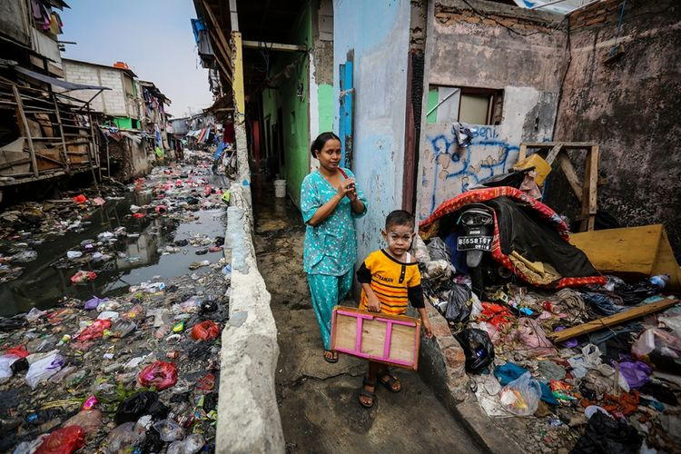 teks eksplanasi kemiskinan