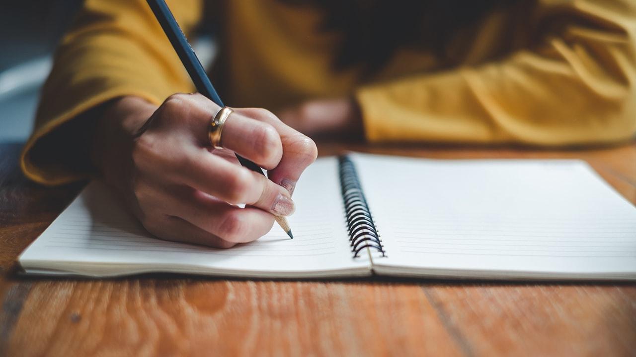 tujuan orang menulis artikel