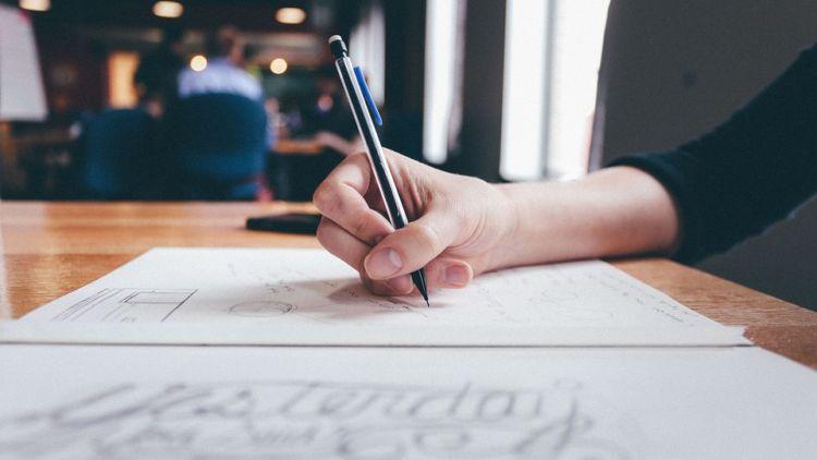 perbanyak menulis