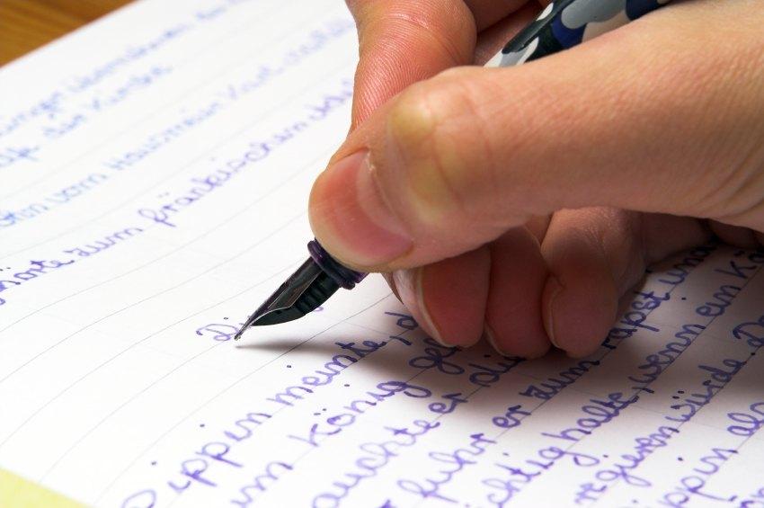tujuan membuat teks essay